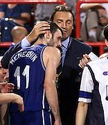 Parigi 03/07/1999<br /> Campionati Europei di Basket Francia 1999<br /> Finale<br /> Italia-Spagna<br /> Andrea e Dino Meneghin si abbracciano