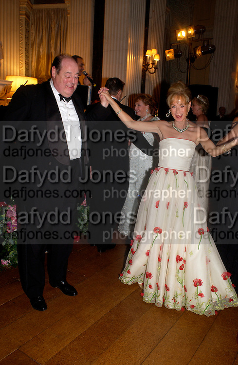 Hon Nicholas Soames Ball at Blenheim Palace in aid of the Red Cross, Woodstock, 26 June 2004. SUPPLIED FOR ONE-TIME USE ONLY-DO NOT ARCHIVE. © Copyright Photograph by Dafydd Jones 66 Stockwell Park Rd. London SW9 0DA Tel 020 7733 0108 www.dafjones.com