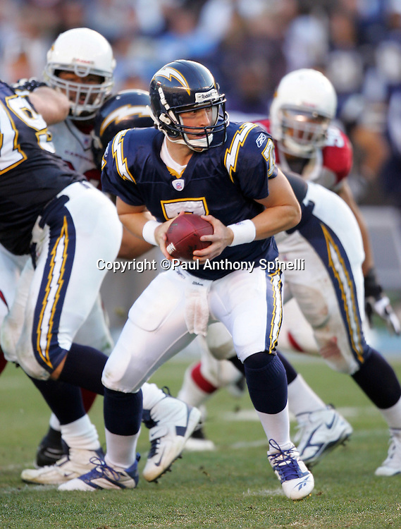 SAN DIEGO - DECEMBER 31:  Backup quarterback Billy Volek #7 of the San Diego Chargers looks to hand off the ball on a running play against the Arizona Cardinals at Qualcomm Stadium on December 31, 2006 in San Diego, California. The Chargers defeated the Cardinals 27-20 to secure the number one seed in the AFC playoffs. ©Paul Anthony Spinelli *** Local Caption *** Billy Volek