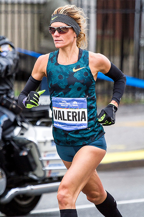 NYC Marathon, Valeria Straneo, 38, Italy, looked strong and confident early as she helped set the pace of the lead group