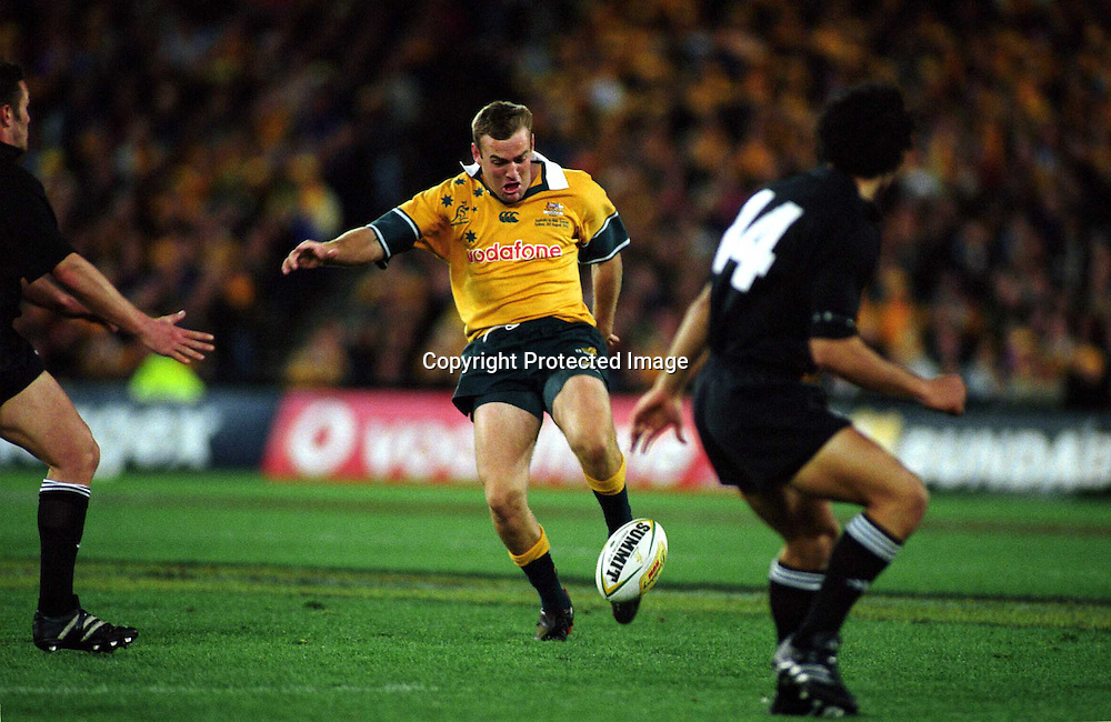Chris Latham in action during the rugby union Bledisloe Cup match between the All Blacks and Australia, Syndey, 3 August 2002. Photo: PHOTOSPORT