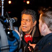 NLD/Amsterdam/20121203 - Jubileumgala 125 jaar theater Carre Amsterdam afgelast ivm overlijden van acteur Jeroen Willems, Frank Sanders staat de pers te woord
