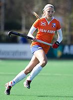 BLOEMENDAAL - Roos Broek van Bloemendaal tijdens de overgangsklasse competitiewedstrijd hockey tussen de vrouwen van Bloemendaal en Zwolle (2-0). COPYRIGHT KOEN SUYK