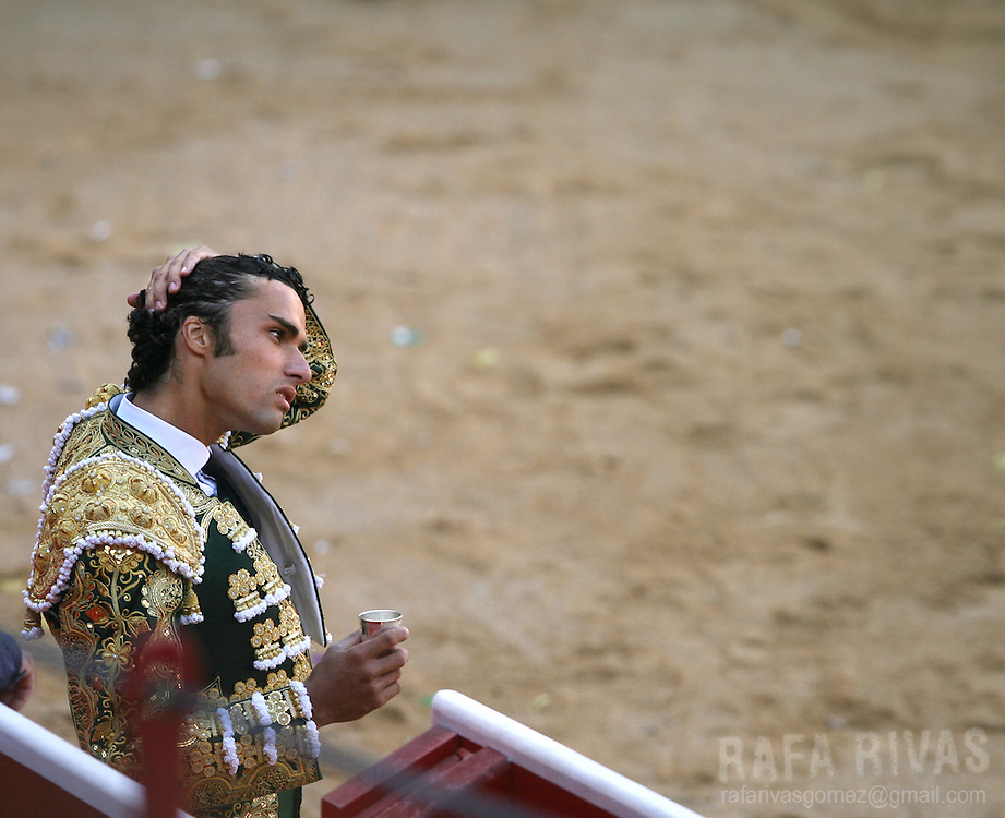 Spanish matador Matias Tejela prepares himself prior to fighting his first Fuente Ymbro fighting bull, during the third corrida of the San Fermin festivities, 09 July 2007, in Pamplona, northern Spain.