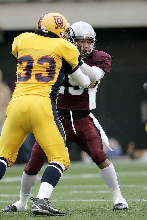 (06/10/2007--Ottawa) University of Ottawa Gees Gees men's football team defeating the Queen's University Golden Gaels 13-12. The player photographed in action is Steven Holness.
