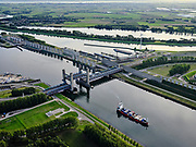 Nederland, Zuid-Holland, Rotterdam, 14-09-2019; Rozenburg, Calandbrug Botlek hefbrug over het Calandkanaal.  Brittanniëhaven.<br /> Rozenburg, Caland Bridge Botlek lift bridge over the Caland Canal. Britain harbor.<br /> <br /> luchtfoto (toeslag op standard tarieven);<br /> aerial photo (additional fee required);<br /> copyright foto/photo Siebe Swart