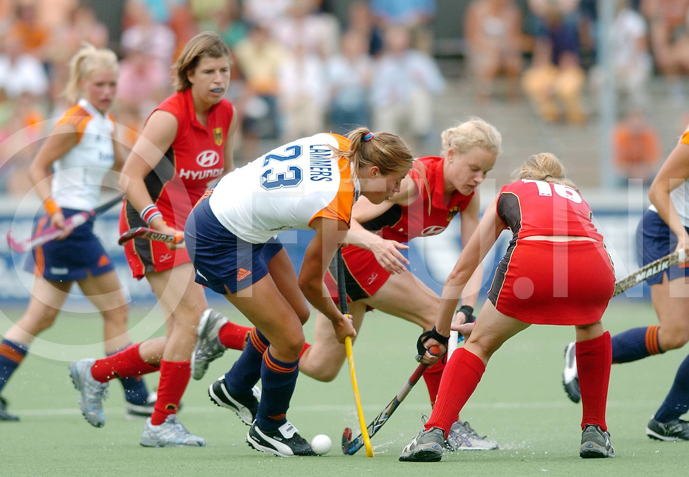 060709,amstelveen,nederland,<br /> championstrophy 2006, nederland - duitsland,<br /> Kim Lammers in duel om de bal,<br /> fotografie frank uijlenbroek&copy;2006 sander uijlenbroek
