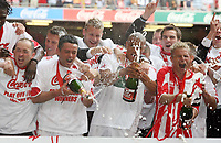 Photo: Rich Eaton.<br /> <br /> Grimsby Town v Cheltenham Town. Coca Cola League 2. Play off Final. 28/05/2006. Cheltenham players celebrate victory and promotion to League 1