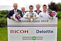 OOSTERHOUT - Nationaal Open 2010 heren op de Oosterhoutse Golf.  Winnaar werd Daan Huizing, 2e Sander van Duijn en 3e Robin Kind. Ronald Pfeiffer en Oosterhouse voorzitter Coin. COPYRIGHT KOEN SUYK