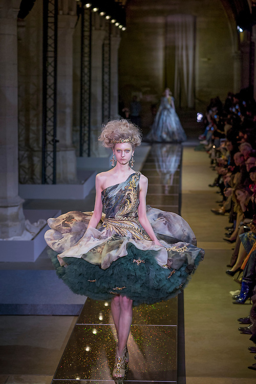 January 25, 2017, Paris, France. Models on the runway during the Guo Pei Haute Couture Spring Summer 2017 fashion show during the Paris Fashion Week.  <br /> <br /> 25 janvier 2017, Paris, France. Mannequins pendant le d&eacute;fil&eacute; Haute Couture Printemps &eacute;t&eacute; 2017 de Guo Pei lors de la Fashion Week de Paris.