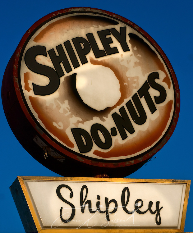 A Shipley Do-Nuts sign is all that remains of the once-popular business in downtown Columbus, Miss. The national chain is based in Houston, Texas, and features stores throughout the South. (Photo by Carmen K. Sisson/Cloudybright)
