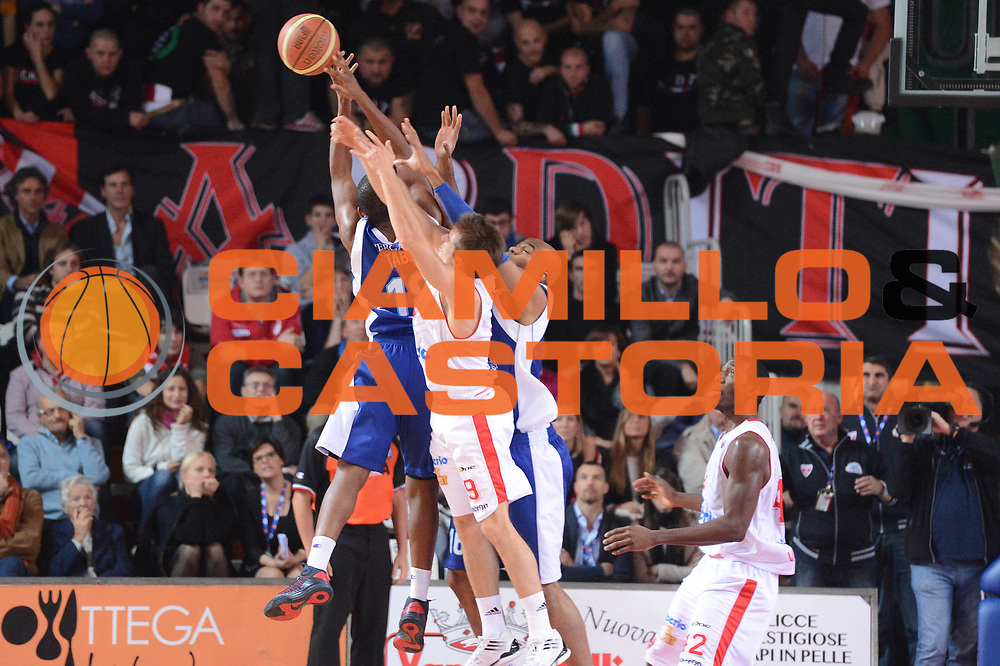 DESCRIZIONE : Varese Lega A 2012-13 Cimberio Varese cheBolletta Cantu<br /> GIOCATORE : mani<br /> CATEGORIA : mani curiosita<br /> SQUADRA : Cimberio Varese<br /> EVENTO : Campionato Lega A 2012-2013<br /> GARA : Cimberio Varese cheBolletta Cantu<br /> DATA : 29/10/2012<br /> SPORT : Pallacanestro <br /> AUTORE : Agenzia Ciamillo-Castoria/GiulioCiamillo<br /> Galleria : Lega Basket A 2012-2013  <br /> Fotonotizia : Varese Lega A 2012-13 Cimberio Varese cheBolletta Cantu<br /> Predefinita :