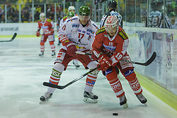 27.09.2015, Stadthalle, Klagenfurt, AUT, EBEL, EC KAC vs HCB Suedtirol, im Bild Egger Alexander (HCB Suedtirol #17), Stefan Geier (EC KAC, #19) // during the Erste Bank Eishockey League match betweeen EC KAC and HCB Suedtirol at the City Hall in Klagenfurt, Austria on 2015/09/27. EXPA Pictures © 2015, PhotoCredit: EXPA/ Gert Steinthaler