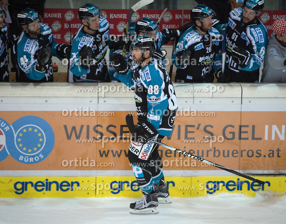 06.12.2015, Keine Sorgen Eisarena, Linz, AUT, EBEL, EHC Liwest Black Wings Linz vs HCB Suedtirol, 28. Runde, im Bild Dan DaSilva (EHC Liwest Black Wings Linz) feiert // during the Erste Bank Icehockey League 28thround match between EHC Liwest Black Wings Linz and HCB Suedtirol at the Keine Sorgen Icearena, Linz, Austria on 2015/12/06. EXPA Pictures © 2015, PhotoCredit: EXPA/ Reinhard Eisenbauer