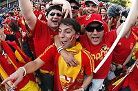 GEPA-2206085500 - BASEL,SCHWEIZ,22.JUN.08 - FUSSBALL - UEFA Europameisterschaft, EURO 2008, Host City Fan Zone, Fanmeile, Fan Meile, Public Viewing. Bild zeigt Spanien-Fans.<br />Foto: GEPA pictures/ Andreas Pranter