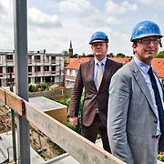 Nederland, Maarssen Dorp, 10-07-2012 Cees van Dillen (bril) en Jaap Windt directeuren van C van Dillen en Zoon BV aannemersbedrijf. De heren staan op een nieuwbouw- en renovatie (achtergrond) project. FOTO: Gerard Til