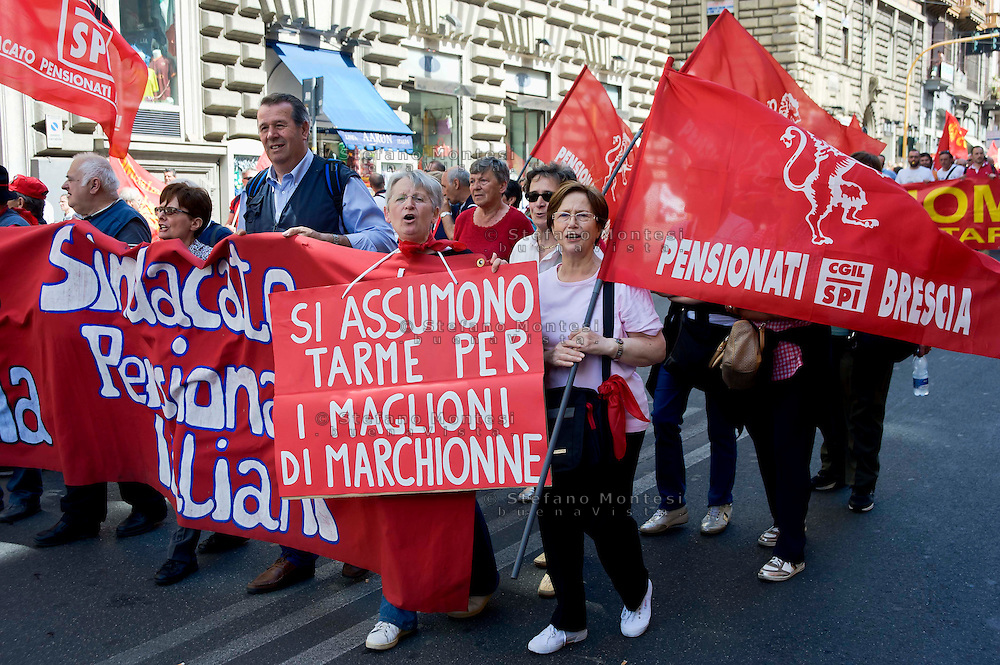 Roma 18 Maggio 2013.Manifestazione nazionale della FIOM,  il sindacato dei metalmeccanici, contro la crisi e le politiche di austerità , per il diritto al lavoro, per la giustizia sociale e la democrazia..Rome 18 May 2013.National demonstration of FIOM, the metalworkers' union, against the crisis and the austerity policies, for the right to work, to social justice and democracy.
