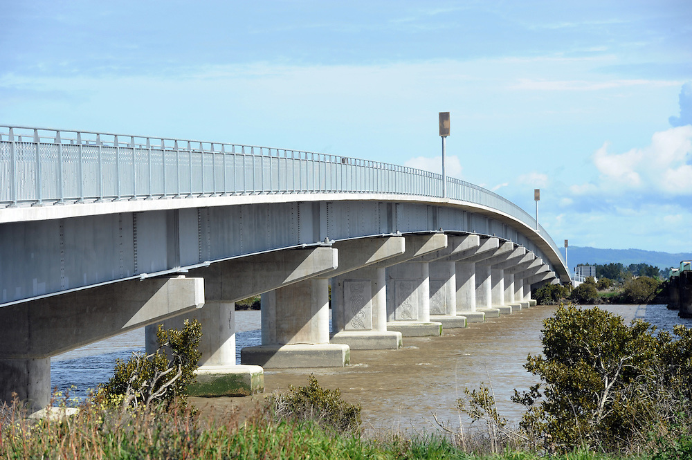 Kopu Bridge, Pacific Coast Highway, Thames, New Zealand, Sunday, August 26, 2012. Credit:SNPA / Ross Setford