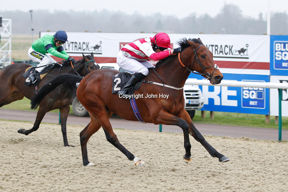 Entrapping and Sean Levey winning the 2.40 race