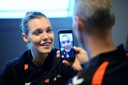 19-12-2015 DEN: World Championships Handball 2015 Training Oranje, Herning<br /> Na een rustige training werd er een persmoment gehouden / Sanne van Olphen #9