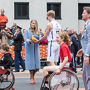 NLD/Amersfoort/20190427 - Koningsdag Amersfoort 2019, Prinses Amalia aan het basketballen