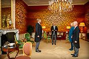 Koning Willem-Alexander beedigd Minister Raymond Knops als Minister van Binnenlandse zaken en Koninkrijksrelaties en Minister Stientje van Veldhoven als Minister voor Milieu en Wonen op Paleis Huis ten Bosch.