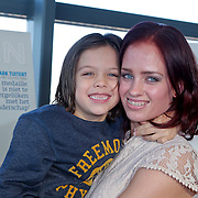 NLD/Rotterdam/20111116 - Presentatie Helden 11 magazine, Suzanne Harmes en zoon Lugano