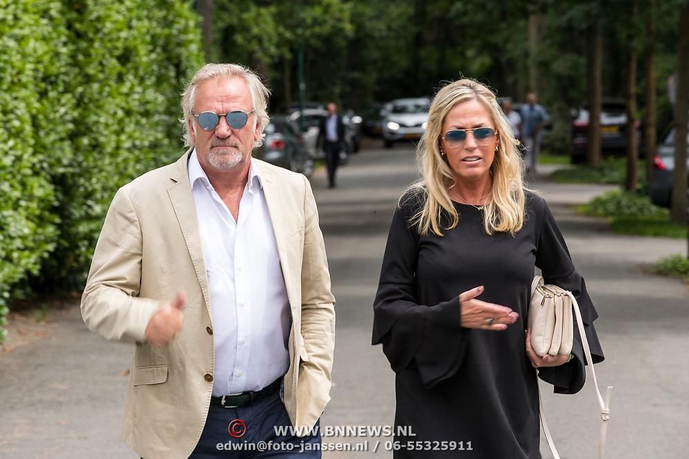 NLD/Bilthoven/20170706 - Uitvaart Ton de Leeuwe, ex partner Anita Meyer, Frank Wisse