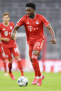 Alphonso Davies (Bayern), Einzelaktion during the Bayern Munich vs Eintracht Frankfurt, German Cup Semi-Final at Allianz Arena, Munich, Germany on 10 June 2020.