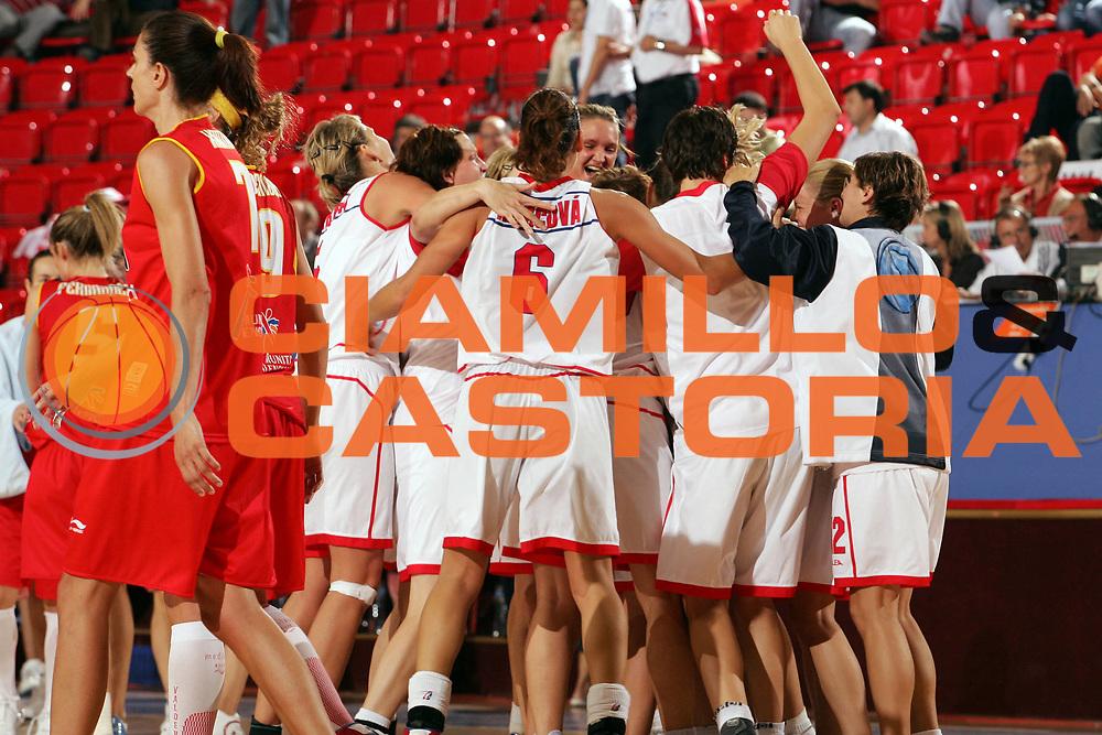 DESCRIZIONE : Ankara Eurobasket Women 2005 Spagna-Repubblica Ceca<br /> GIOCATORE : Players jubilation<br /> SQUADRA : Repubblica Ceca Czech Republic<br /> EVENTO : Eurobasket Women 2005 Campionati Europei Donne 2005<br /> GARA : Spagna Repubblica Ceca Spain Czech Republic<br /> DATA : 10/09/2005<br /> CATEGORIA :<br /> SPORT : Pallacanestro<br /> AUTORE : Ciamillo&amp;Castoria/Fiba Europe