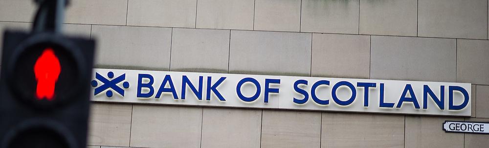 THEMENBILD - Feature Bank of Scotland Schottlands Hauptstadt Edinburgh ist die zweitgrößte Stadt Schottlands. Aufgenommen am 27.10.2014 in Edinburgh, Schottland // Feature bank of scotland. Edinburgh, capital city of scotland. Edinburgh, Scotland on 2014/10/27. EXPA Pictures © 2014, PhotoCredit: EXPA/ Michael Gruber