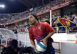03-03-2007 VOETBAL: SEVILLA FC - BARCELONA: SEVILLA  <br /> Sevilla wint de topper met Barcelona met 2-1 / Ronaldinho scoort de 1-0<br /> &copy;2006-WWW.FOTOHOOGENDOORN.NL