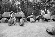 Nederland, Borger, 10-8-1986Hunnebed. Dit reuzengraf is het pronkstuk onder de hunebedden. Drentse Trechterbekervolk. Grootste hunebed in Nederland. Foto: Flip Franssen/Hollandse Hoogte