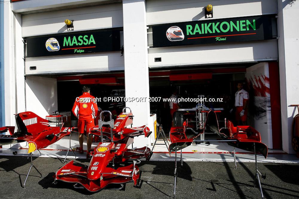 Stand Ferrari - Grand Prix de France - GP Magny Cours - 30.06.2007 - Formule1 F1 - Largeur illustration stands
