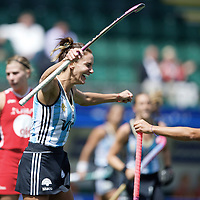 DEN HAAG - Rabobank Hockey World Cup<br /> 37 3rd Place match: Argentina - USA<br /> Foto: Luciana Aymar scored the 1-0.<br /> COPYRIGHT FRANK UIJLENBROEK FFU PRESS AGENCY