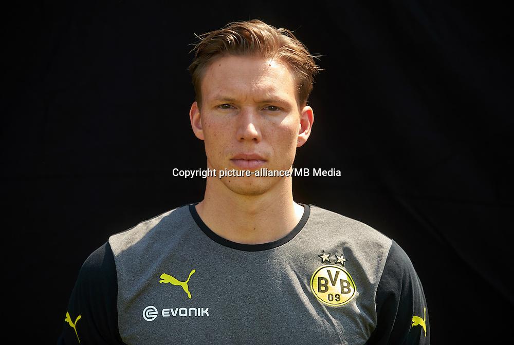 Borussia Dortmunds Athletik-Trainer Florian Wangler, aufgenommen am 09.07.2013 auf dem BVB-Trainingsgelände in Dortmund (Nordrhein-Westfalen) während des offiziellen Fototermins für die Saison 2013/2014. Foto: Bernd Thissen/dpa