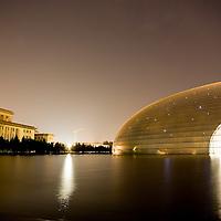El nuevo teatro de la opera en el centro de la ciudad, que muestran parte de la gran transformación que el país ha sufrido en tiempos recientes. Beijing, China/ Fotografo: Bernardo De Niz