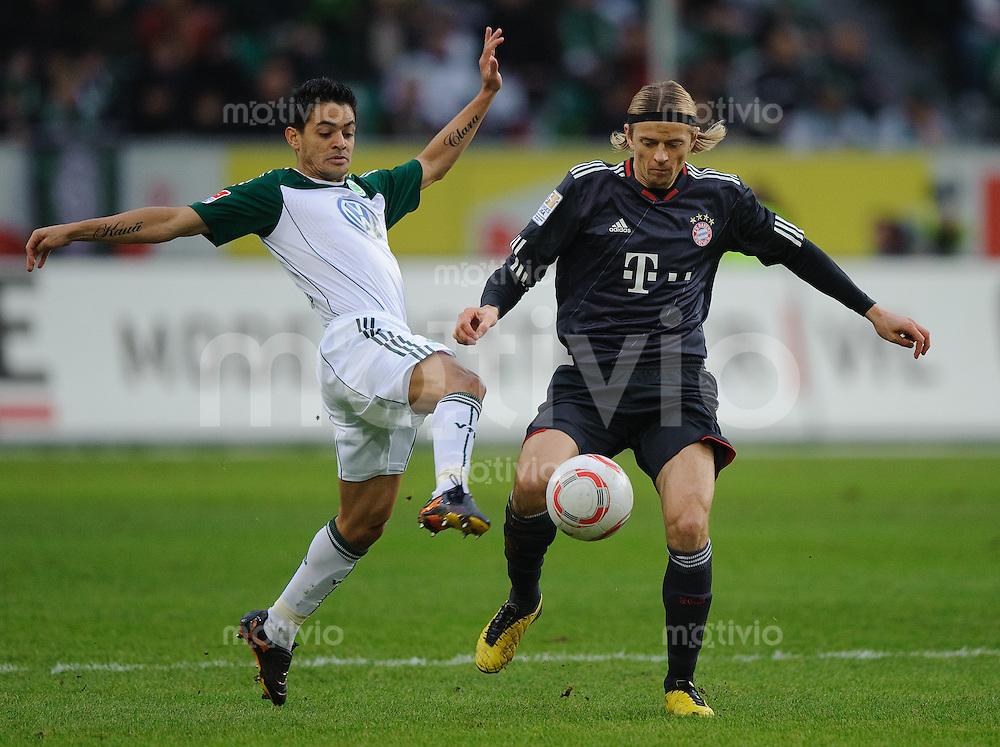 Fussball Bundesliga Saison 2010/2011 VFL Wolfsburg - FC Bayern Muenchen V.l.: JOSUE (Wolfsburg) gegen Anatoliy TYMOSHCHUK (FC Bayern).