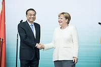 10 JUL 2018, BERLIN/GERMANY:<br /> Li Keqiang (L), Ministerpraesident der VR China, und Angela Merkel (R), CDU, Bundeskanzlerin, nach einer Praesentation zum autonomen Fahren mit deutschen Autoherstellern, Flughafen Tempelhof<br /> IMAGE: 20180710-01-120<br /> KEYWORDS: Handshake