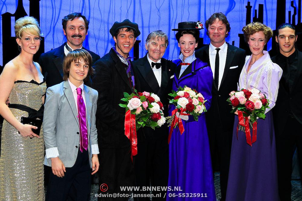 NLD/Scheveningen/20100411 - Premiere musical Mary Poppins, cast, met Chantal Janszen, Willem Nijholt, Frits Sissing en Ali B.