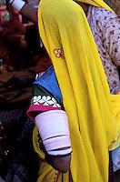 Inde - Rajasthan - Pushkar - Femme rajpute - Bracelet en ivoire - Bijoux