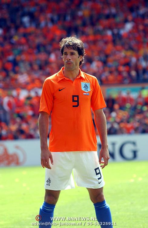 NLD/Rotterdam/20060604 - Vriendschappelijke wedstrijd Nederland - Australie, Ruud van Nistelrooy (9)