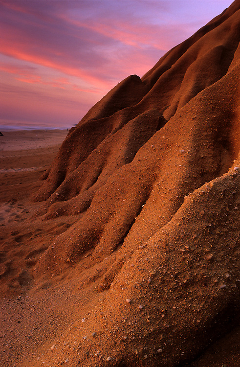 The sandstone cliffs of Gale beach, and the pink clouds of dusk