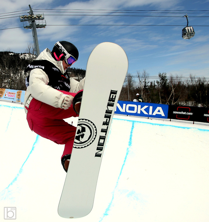 The United States' Brooke Shaw competes during the qualification round for the Nokia Snowboard FIS Half-Pipe World Cup at Whiteface Mountain in Lake Placid, N.Y., Friday, March 9,2007. (Photo/Todd Bissonette)
