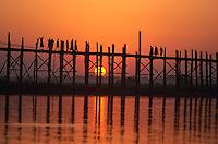 Myanmar (ex Birmanie), Mandalay, Pont de U Bein à Amarapura // Myanmar (Burma), Mandalay, U Bein bridge at Amarapura