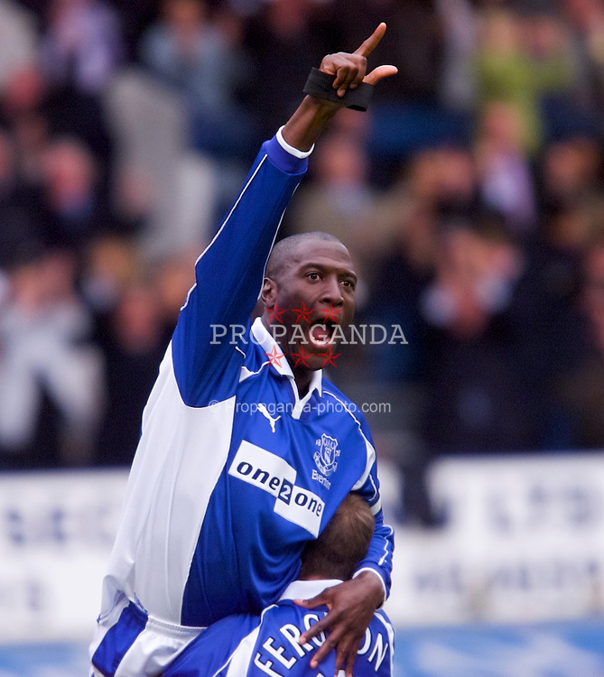 LIVERPOOL, ENGLAND - Saturday, September 15, 2001: Everton's Kevin Campbell celebrates scoring against Liverpool during the Premiership match at Goodison Park. (Pic by David Rawcliffe/Propaganda)