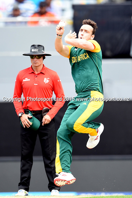 South African bowler Kyle Abbott into his delivery stride during the ICC Cricket World Cup match between Pakistan and South Africa at Eden Park in Auckland, New Zealand. Saturday 07 March 2015. Copyright Photo: Raghavan Venugopal / www.photosport.co.nz