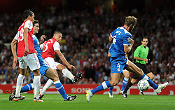 28.09.2011, Emirates Stadium, London, ENG, UEFA CL, Gruppe F, FC Arsenal (ENG) vs Olympiakos Piräus (GRE), im Bild Arsenal's Alex Oxlade-Chamberlain scores the opening goal against Olympiacos // during the UEFA Champions League game, group F, ENG, UEFA CL, FC Arsenal (ENG) vs Olympiakos Piräus (GRE) at Emirates Stadium in London, United Kingdom on 2011/09/28. EXPA Pictures © 2011, PhotoCredit: EXPA/ Propaganda Photo/ Chris Brunskill +++++ ATTENTION - OUT OF ENGLAND/GBR+++++
