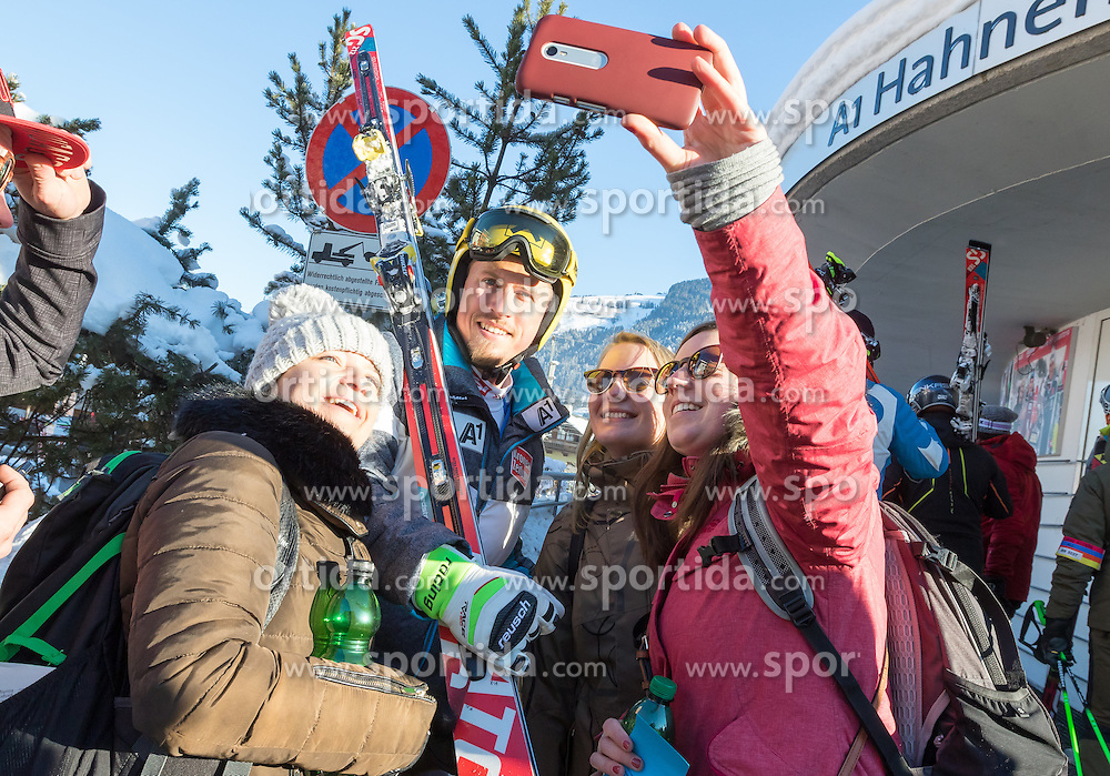 21.01.2017, Hahnenkamm, Kitzbühel, AUT, FIS Weltcup Ski Alpin, Kitzbuehel, Abfahrt, Herren, im Bild Max Franz (AUT) mit Fans // Max Franz of Austria with Fans during the men's downhill of FIS Ski Alpine World Cup at the Hahnenkamm in Kitzbühel, Austria on 2017/01/21. EXPA Pictures © 2017, PhotoCredit: EXPA/ Serbastian Pucher
