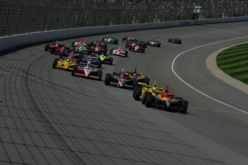 Bryan Herta leads the start at the Michigan International Speedway, Firestone Indy 400, July 31, 2005